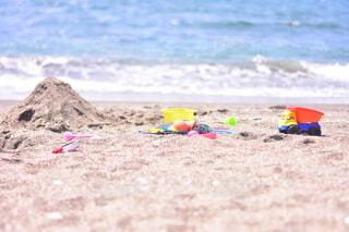 砂浜に横たわる人々のグループの写真・画像素材[3689722]