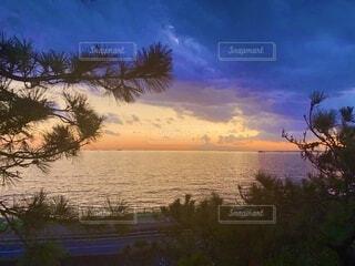 海に沈む夕日の写真・画像素材[3690177]
