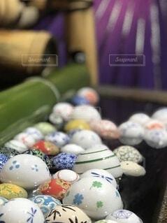神社の水に浮かぶ玉の写真・画像素材[3678929]