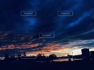 エモい朝日の写真・画像素材[3679926]