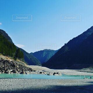 神聖なるエメラルドグリーンの熊野川の写真・画像素材[4457546]
