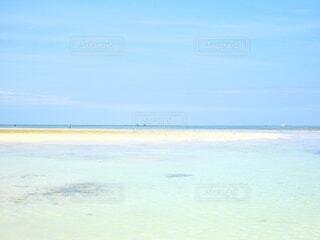 透明度高く美しい石垣島の海の写真・画像素材[4718224]