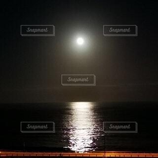 自然,風景,海,空,月,満月,月明かり,月光,中秋の名月