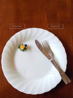 お皿とフォークとナイフの写真素材の写真・画像素材[3751409]