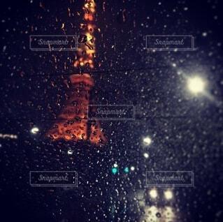 窓越しの東京タワーの写真・画像素材[3688239]