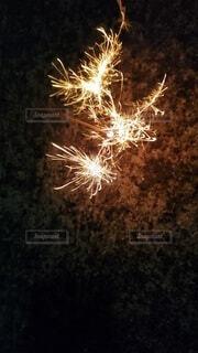 切ない線香花火の写真・画像素材[3692215]