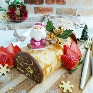 ミルクレープでブッシュドノエル クリスマスケーキの写真・画像素材[4029987]