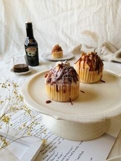 食べ物,ケーキ,屋内,テーブル,皿,マフィン,誕生日ケーキ,菓子,ペストリー