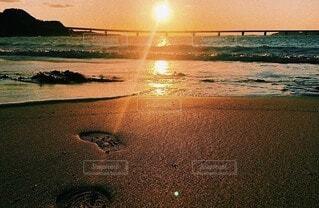 ビーチに沈む夕日 角島の写真・画像素材[3699347]