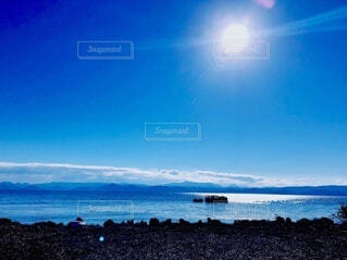 快晴の湖畔の写真・画像素材[3786477]