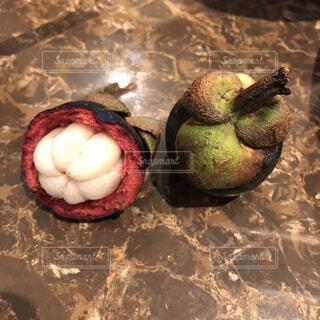 テーブルに置かれた果物のクローズアップの写真・画像素材[3855298]