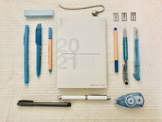 スケジュール帳と文房具を並べるの写真・画像素材[4006758]