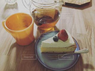 紅茶とベリーショートケーキの写真・画像素材[3856901]