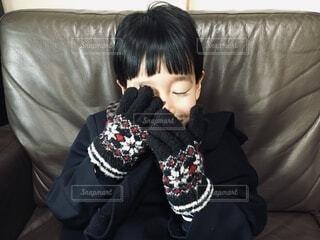 手袋した男の子の写真・画像素材[4050538]