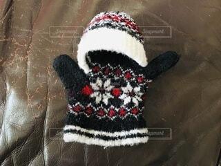 子どもの手袋で作った人形の写真・画像素材[4050540]