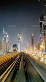 夜に明るくした街の写真・画像素材[3719882]