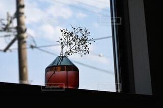 窓から見える青空の写真・画像素材[3800131]