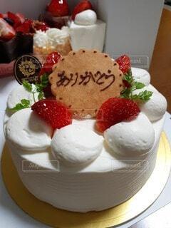 皿の上のケーキの写真・画像素材[3714310]