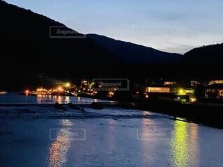 夜の嵐山の渡月橋からの眺めの写真・画像素材[3711914]