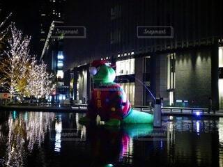 夜,屋外,水面,イルミネーション,クリスマス,グランフロント大阪,シャンパンゴールド,グランフロントクリスマス,テッドイベール,緑のクマ