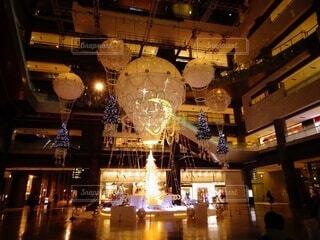 屋内,イルミネーション,クリスマス,照明,明るい,グランフロント大阪,クリスマス ツリー,グランフロントクリスマス,メインクリスマスツリー,世界を繋ぐ希望の旅
