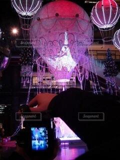 カメラ,幻想的,アート,人,クリスマス,明るい,グランフロント大阪,クリスマス ツリー,グランフロントクリスマス,世界を繋ぐ希望の旅