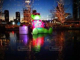 夜,屋外,水面,都会,クリスマス,明るい,クマ,グランフロント大阪,クリスマス ツリー,グランフロントクリスマス,テッドイベール,緑のクマ