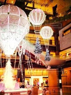 屋内,幻想的,気球,美しい,キラキラ,クリスマス,明るい,グランフロント大阪,クリスマス ツリー,グランフロントクリスマス,メインクリスマスツリー,世界を繋ぐ希望の旅
