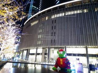 建物,夜,屋外,光,美しい,イルミネーション,クリスマス,明るい,輝き,グランフロント大阪,シャンパンゴールド,グランフロントクリスマス,テッドイベール,緑のくま