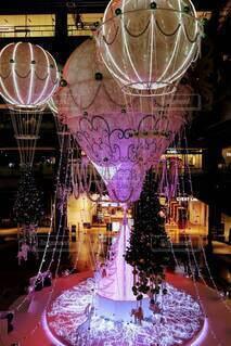 屋内,ピンク,きれい,幻想的,気球,光,キラキラ,クリスマス,装飾,明るい,グランフロント大阪,クリスマス ツリー,グランフロントクリスマス,メインクリスマスツリー