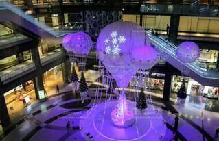 屋内,ピンク,きれい,幻想的,気球,光,美しい,キラキラ,クリスマス,装飾,明るい,クリスマスツリー,グランフロント大阪,グランフロントクリスマス,メインクリスマスツリー