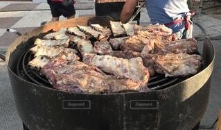 巨大肉のBBQの写真・画像素材[3732997]
