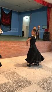 フラメンコを踊る少女の写真・画像素材[3803285]
