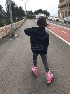 大好きなローラーブレードでお散歩の写真・画像素材[3803291]