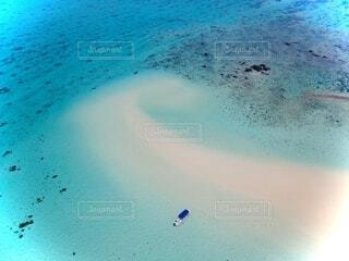 水域の隣の砂浜の写真・画像素材[3728639]