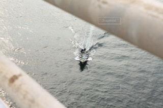 水の中のボートの写真・画像素材[3758612]