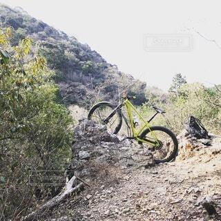 崖と自転車の写真・画像素材[3729463]