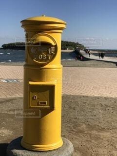 黄色いポストの写真・画像素材[3731288]