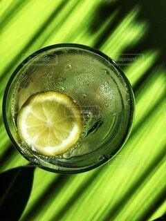 国産レモンと梨のコンポートで、手作りカクテルジュースの写真・画像素材[3833690]