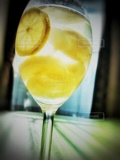 国産レモンと手作り梨のコンポートで、ジュースカクテルの写真・画像素材[3840122]