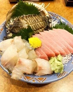 アワビ、白身、中トロ、おまかせ刺身盛り魚屋さんの居酒屋の写真・画像素材[3882208]