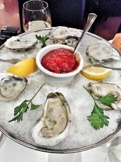いろんな産地の牡蠣が食べれる、オイスターバーの写真・画像素材[3921644]