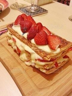 とろ〜り、手作りカスタードクリームの苺のミルフィーユの写真・画像素材[3980867]