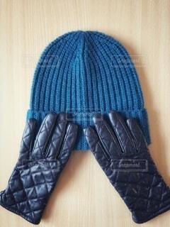 ニット帽と風を通さない手袋の写真・画像素材[4048805]