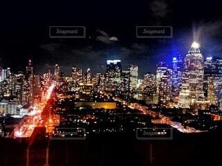 知り合いの家のベランダから、ニューヨークの夜景の写真・画像素材[4070663]