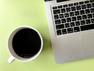 カフェ,コーヒー,休憩,パソコン,リラックス,マグカップ,おうちカフェ,ドリンク,キーボード,おうち,ライフスタイル,コンピューター,ラップトップ,ブラック,ノート パソコン,おうち時間