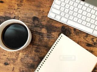 カフェ,コーヒー,休憩,リラックス,ノート,マグカップ,おうちカフェ,ドリンク,作業,キーボード,おうち,ライフスタイル,テキスト,ブラック,コーヒー カップ,おうち時間