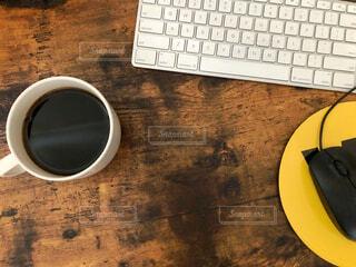 カフェ,コーヒー,屋内,休憩,リラックス,マグカップ,おうちカフェ,ドリンク,キーボード,おうち,ライフスタイル,デスクトップ,マウス,テキスト,ブラック,コーヒー カップ,おうち時間
