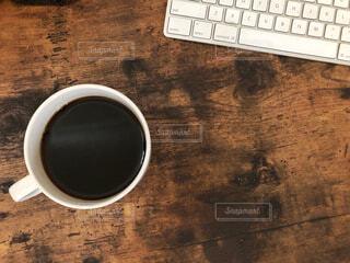 カフェ,コーヒー,休憩,パソコン,リラックス,マグカップ,おうちカフェ,ドリンク,作業,キーボード,一息,おうち,ライフスタイル,デスクトップ,ブラック,コーヒー カップ,おうち時間