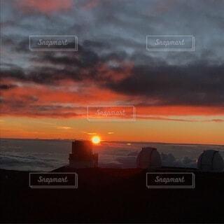 スバル展望台に沈む夕日の写真・画像素材[3735470]